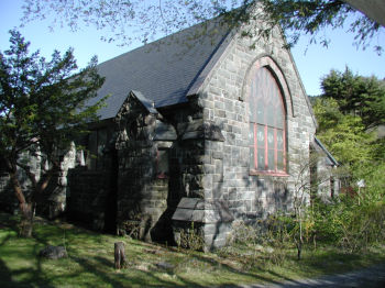真光教会裏面左から