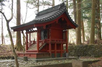八幡神社正面右から