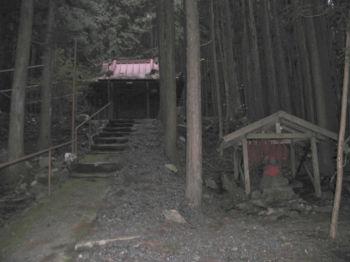 久次良薬師堂遠景1(道中中程の様子)