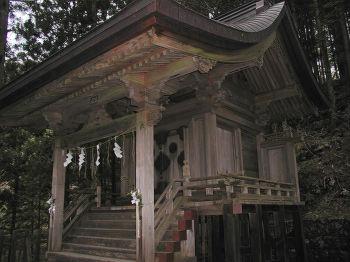 若子神社の本殿正面右から