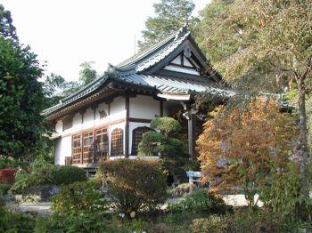日本山妙法寺本堂正面右から