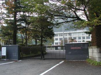 日光明峰高等学校 校門からの遠景