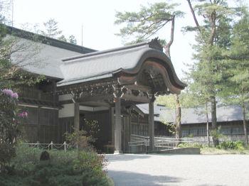 田母澤御用邸御車寄(左から)