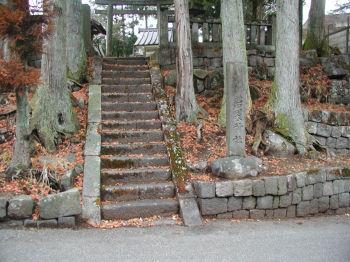 磐裂神社への参道