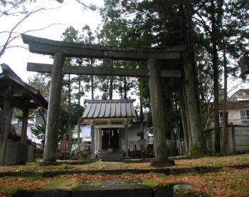 鳥居から磐裂神社