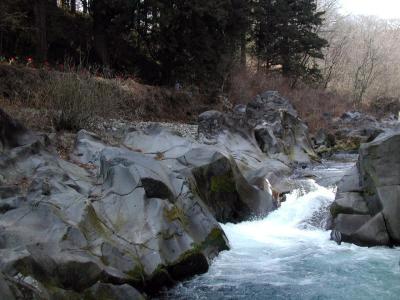 霊庇閣からの憾満が淵(川下から)